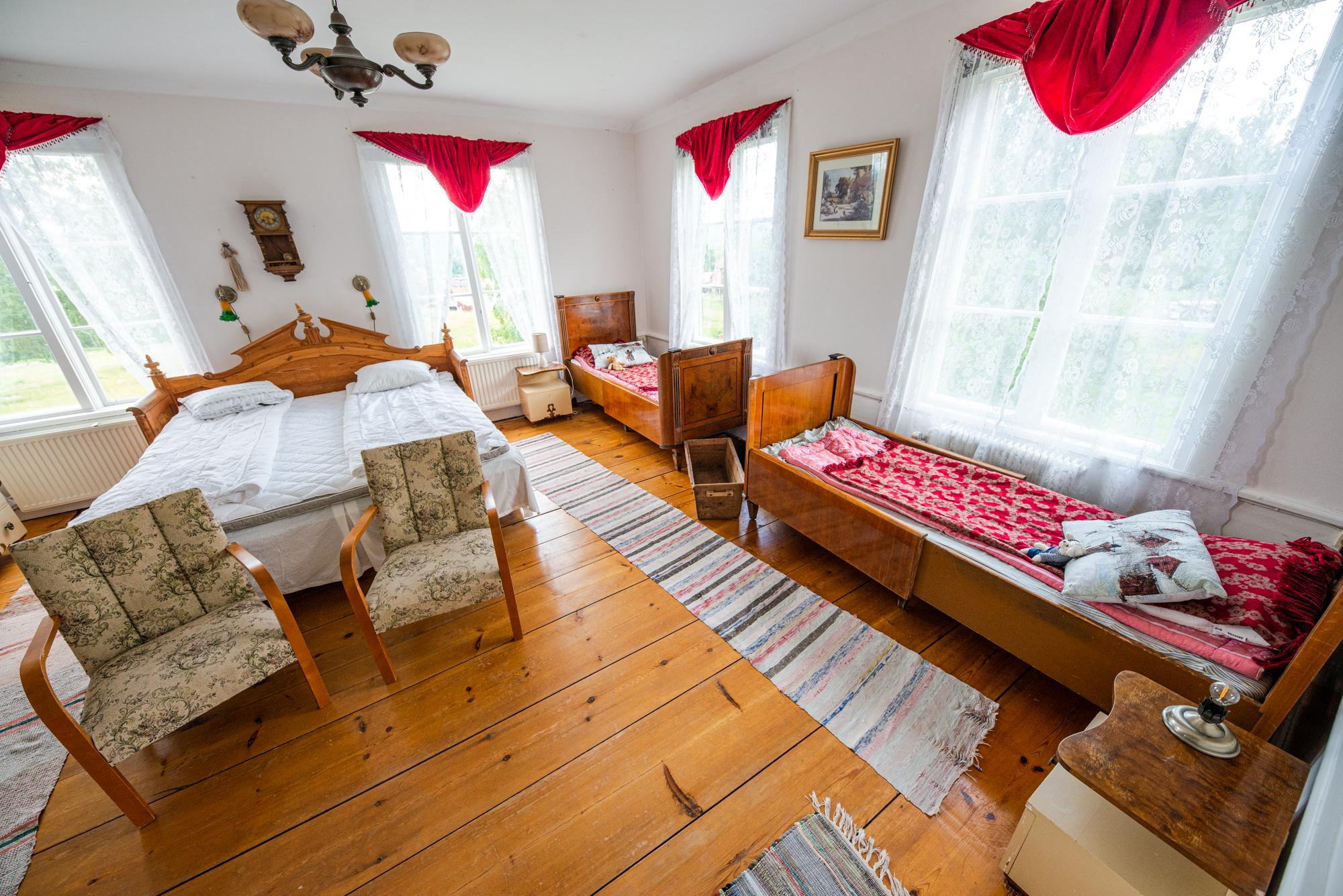 Lôkes Hälsingegård Järvsö med 8 sovrum och drygt 20 bäddar