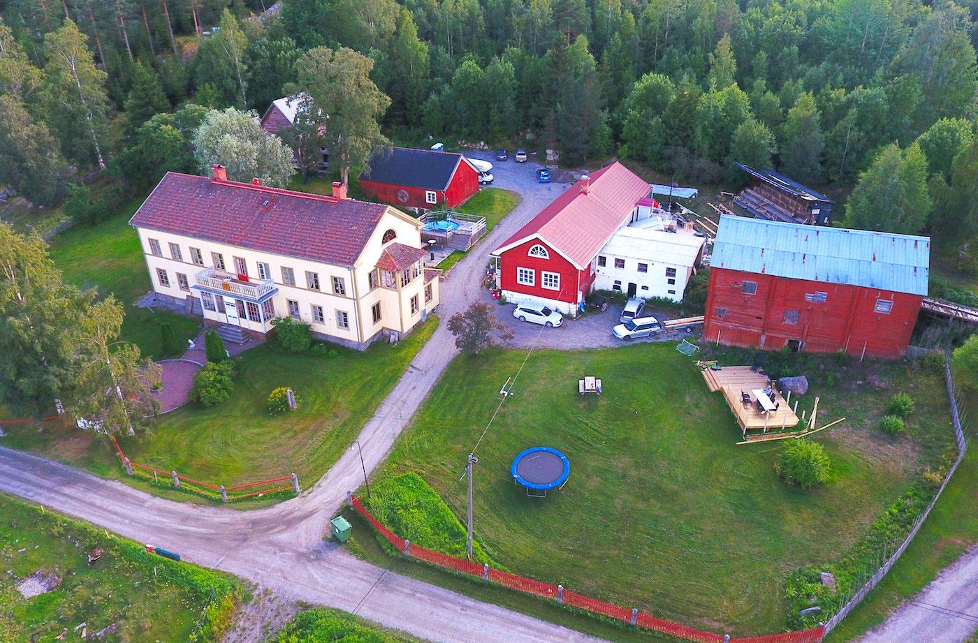 Flygbild Skästra i Järvsö med Lôkes Hälsingegård