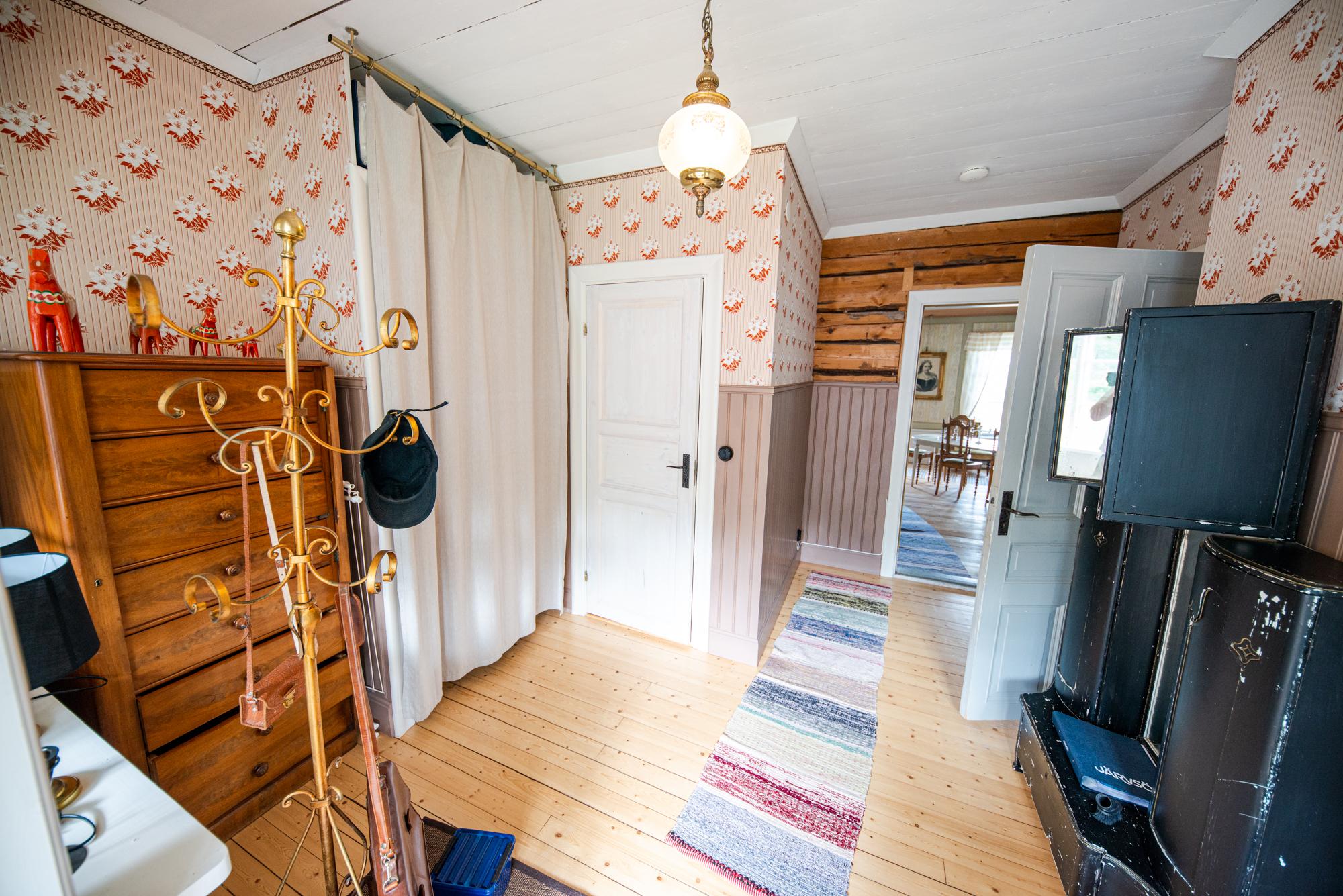 Lôkes 3, Hallen i Herrskapet Sveds boning.