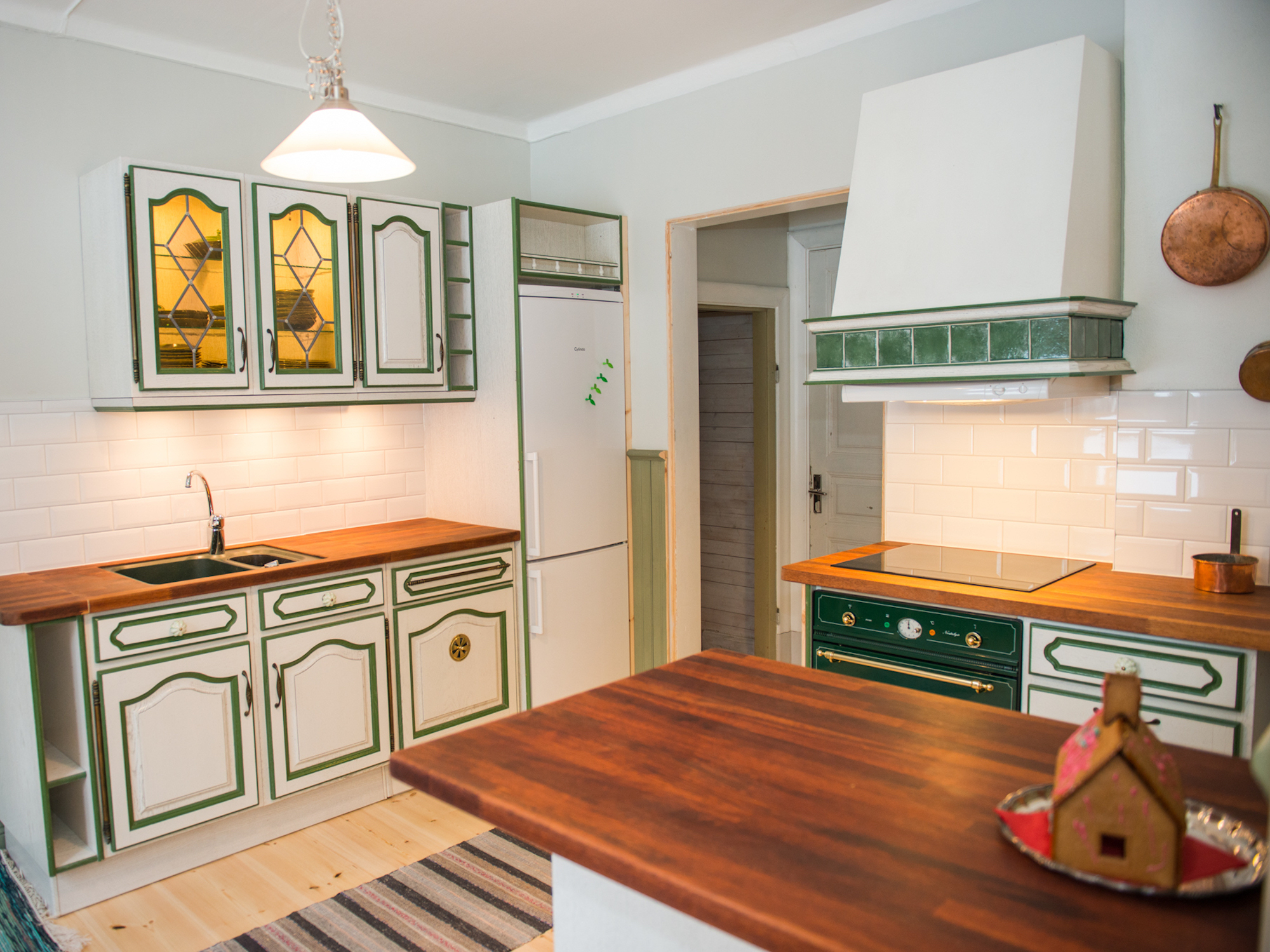 Lôkes 2, Gröna köket i Familjen Lindströms boning.